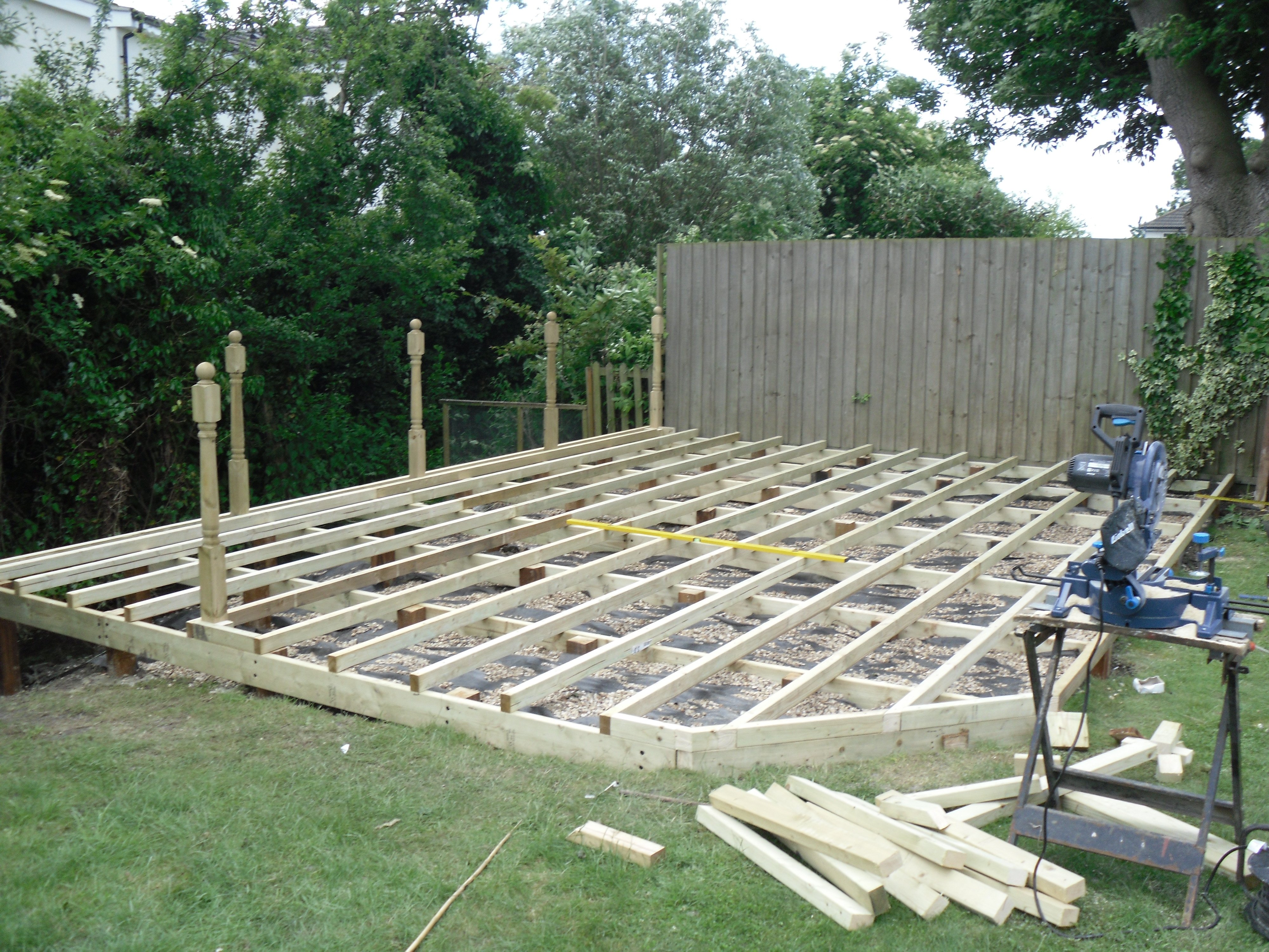 Landscapers landscaping cambridge ely newmarket huntingdon for Garden decking designs uk